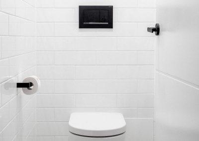 marine-pde-runnaway-bay-toilet